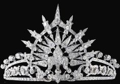 The Bavarian Royal Family has put up for auction this tiara with a central fleur-de-lys motif set en tremblant to a tiara composed of foliate and lanceolated motifs, set with cushion-shaped, circular-cut and rose diamonds. The tiara entered the family through the Infanta Paz, who received the present from her mother Queen Isabel II on the occasion of her marriage to Prince  Ludwig Ferdinand in 1883.
