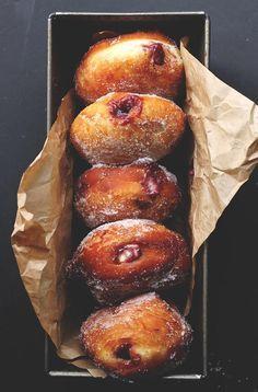 Blackberry Jam & Custard Doughnuts + various other donut recipes. I really need to try and master making GF donuts. Homemade Doughnut Recipe, Donut Recipes, Cooking Recipes, Jam Doughnut Recipe, Doughnut Muffins, Donuts Donuts, Baked Donuts, Bread Recipes, Breakfast Recipes