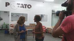 Visita de un equipo del programa Tempero de Aragón TV al puesto de Patatas Gómez en Mercazaragoza.  http://www.patatasgomez.com