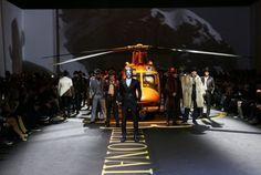 Billionaire-ի ցուցադրությանը հարթակի վրա ոսկեզօծ ուղղաթիռ են տեղադրել   ԱՐՄԵՆՊՐԵՍ Հայկական լրատվական գործակալություն