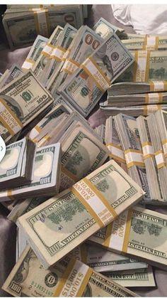 Money gold cash stack earn goals and motivation wealth and dollar bills rich lif.- Money gold cash stack earn goals and motivation wealth and dollar bills rich lifestyle Cash Money, Money Tips, Mo Money, Make Money Online, How To Make Money, Quick Money, Jackpot Winners, Argent Paypal, Money On My Mind