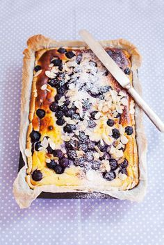Blaubeerkuchen mit Mandeln | http://eatsmarter.de/rezepte/blaubeerkuchen-mit-mandeln