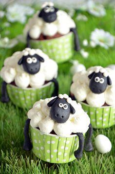 Shaun cupcakes, moutons de Pâques - Comidinhas e receitas fofas - Gateau Easter Cupcakes, Christmas Cupcakes, Fun Cupcakes, Cupcake Cookies, Sheep Cupcakes, Sheep Cake, Character Cupcakes, Cake & Co, Food Humor