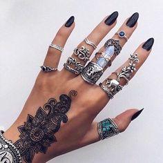 Hand goals ✔️ #tumblr #inspiration #ohsolovelyintimates