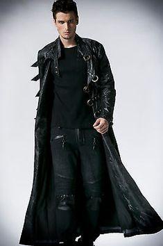 Manteau long homme noir, un must have de la garde robe. Gothic Fashion Men, Gothic Men, Dark Fashion, Mens Fashion, Fashion Outfits, Fashion Clothes, Vest Outfits, Style Fashion, Fashion Ideas