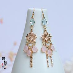 Pearl Bridesmaid Jewelry, Rhinestone Jewelry, Bride Earrings, Drop Earrings, Traditional Earrings, Resin Jewelry, Jewelry Design, Ear Rings, Jewels