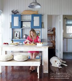 Decoração feita nos tons da paisagem. Veja: http://casadevalentina.com.br/blog/detalhes/nos-tons-da-paisagem-2835 #details #interior #design #decoracao #detalhes #decor #home #casa #design #idea #ideia #charm #charme #simple #simples #nature #natureza #casadevalentina #kitchen #cozinha