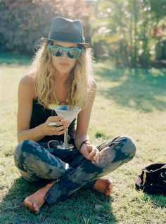 hat, jeans, sunglasses, barefoot and drink...all you need to sit in a field and be merry
