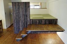 ロフト上のたたみ空間。畳の下は書斎側から利用できる収納空間となっている。