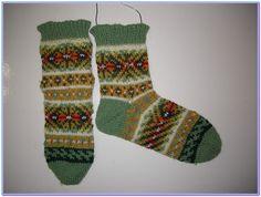 Fair Isle socks http://www.ravelry.com/projects/silvana1407/042014-fair-islesocks