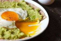 What could be better than pizza for breakfast? With less than 5 ingredients, Avocado Breakfast Pizzas are perfect for your the busy mornings.