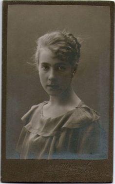Finnish girl. Finnish Women, Art Nouveau, Art Deco, Vintage Pictures, Retro Vintage, Old Things, Culture, Statue, Antiques