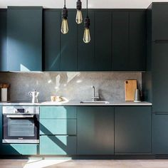 As we head towards Spring, freshen up with HOOKED and dark green kitchen cabinets Dark Blue Kitchen Cabinets, Dark Blue Kitchens, Dark Green Kitchen, Green Cabinets, Oak Cabinets, Modern Kitchen Interiors, Home Decor Kitchen, Stylish Kitchen, Nice Kitchen