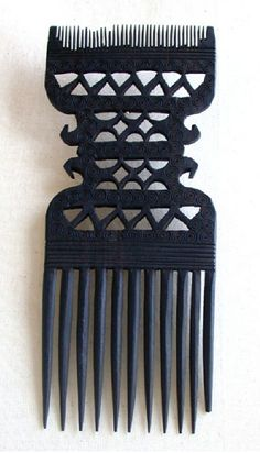 Africa | Comb from the Swahili people of Tanzania / Kenya | Wood; dark brown to black patina | ca. early 20th century