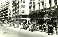 Calea Victoriei, Aprilie 1963 Bucharest Romania, Socialism, Maps, Cities, Buildings, Street View, Memories, Life, Beauty