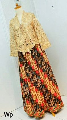 short lace kebaya top with flair skirt