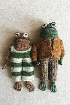 Ravelry: Frog and Toad pattern by Kristina Ingrid McGowan Crochet Toys, Knit Crochet, Crochet Frog, Knitted Dolls, Crochet Birds, Crochet Projects, Sewing Projects, Small Knitting Projects, Frog And Toad