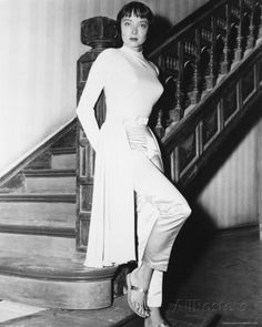Another glam shot of Carolyn. Carolyn Jones, Old Hollywood Stars, Old Hollywood Glamour, Classic Hollywood, The Addams Family 1964, Adams Family, Family Tv, Edna Mode, Famous Women