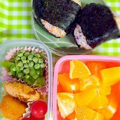 今日はネタ切れのため、おかずは冷食です(-_-) でも、昔からこの8個入りのコーンクリームコロッケが好きでした(^^) - 16件のもぐもぐ - 娘用おにぎり弁当 by ichigokingyo