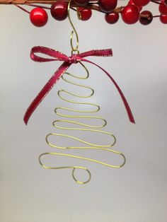 Craft Wire Christmas Tree Ornament Made on the WigJig