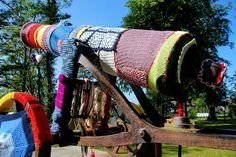 Worldwide Knit in Public and International Yarn Bombing Days Coincide in 2012