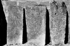 Las lápidas gremiales y sus inscripciones se exponen en el exterior de esta iglesia.