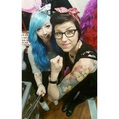 Ihanan helppoja rautalangallisia bandanapantoja saapui! Väreinä musta, valkoinen, pinkki, punainen ja sininen. Hintaa vain 3,90€ ! ♡ #bandana #headband #newarrivals #uutuus #retro #rockabilly #alternative #alternativefashion #style #pinup #vintagehair #rosietheriveter #wecandoit #bluehair #turquoisehair #mermaidhair #pastelhair #curlyhair #hairextensions #brunette #tattoo #tattooedgirls #ink #inkedgirls #piercings #piercedgirls #girlswithglasses  #cybershop #cybershopkamppi #kamppi Rockabilly, Photo And Video, Retro, Instagram, Style, Swag, Retro Illustration, Outfits, Rock Style