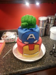 Amazing Avengers Cake. Uhm, I kind of want this for my birthday! Can we change Cap'n to Loki, though? No offense, Cap'n, but I'm more of a Loki girl. ;)