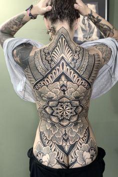 Girl Back Tattoos, Hot Tattoo Girls, Back Tattoo Women, Tattoos For Women, Hot Tattoos, Body Art Tattoos, Mandala Tattoo Design, Tattoo Designs, Intricate Tattoo