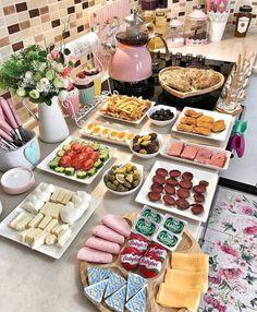 Eid Breakfast, Romantic Breakfast, Breakfast Platter, Turkish Breakfast, Breakfast Buffet, Breakfast Recipes, Snack Recipes, Snacks, Ramadan Recipes