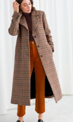 The best street style coat trends, like this plaid coat. Stylish Winter Coats, Best Winter Coats, Fall Coats, Women's Coats, Casual Winter, Trench Coats, Women's Casual, Casual Outfits, Plaid Coat