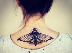 Tattoo-Ideen-Schmetterling-Frau-hinten-Hals