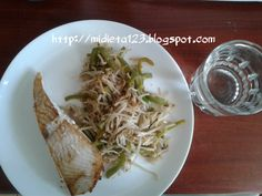 Dieta Lipofídica : Pescado a la plancha con brotes de diente de dragón y pimiento verde salteados. Recetas Light, Cabbage, Menu, Color Cobrizo, Vegetables, Ethnic Recipes, Tips, Food, Fitness