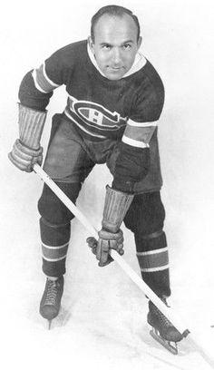 Howie Morenz : Morenz remporta le trophée Hart remis au joueur le plus utile de la LNH à trois reprises, en 1928, 1930 et 1931, un exploit encore inégalé dans l'histoire des Canadiens, et remporta deux championnats des marqueurs, lui qui connut sa meilleure saison en 1929-1930 avec une incroyable récolte de 40 buts en 44 matchs. Le Tricolore ne subit aucune défaite cette année-là en route vers la conquête de la coupe Stanley.