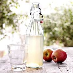 Here is a delicious recipe for Apple cordial. Browse though a wide variety of recipes, tips and inspiring ideas. Chutney, Cordial Recipe, Fruit Infused Water, Danish Food, Swedish Recipes, Fruit And Veg, Cocktail Drinks, Cocktails, Cookbook Recipes