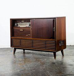 Furniture Legs, Cool Furniture, Furniture Design, Vintage Stereo Console, Radio Record Player, Radios, Wooden Case, Mid Century Modern Design, Mid-century Modern