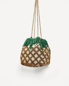 Pineapple Shaped Beaded Duffle Bag from Zara Beaded Purses, Beaded Bags, Bag Quotes, Potli Bags, Sweet Bags, Latest Bags, Moda Boho, Zara Bags, Boho Bags