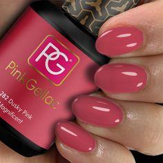 Pink Gellac 282 Dusky Pink is precies de kleur die de naam omschrijft. Een alledaagse diep roze gel nagellak kleur met een warme ondertoon, die overal goed bij staat! Cute Nail Polish, Natural Nail Polish, Red Nail Polish, Cute Nails, Red Gel Nails, Clear Nails, Shellac Gel, Clear Nail Designs, Neon Nail Designs