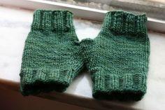 Free Knitting Pattern - Fingerless Gloves & Mitts: Mmmalabrigo Glovies