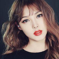 . 파리 여행 중에 올렸던 동영상 속 메이크업 튜토리얼! 오늘 15일 저녁 7시에 유튜브에 업로드 됩니다 :) . . This makeup tutorial will be uploaded on my YouTube channel at 7p.m. Korean time! :) .