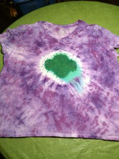 Girl Scout Trefoil http://www.gsneo.org/content/dam/gsneo/documents/DIY%20TYE%20DYE%20GIRL%20SCOUT%20TREFOIL%20SHIRT.pdf