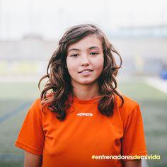 Nancy. Defensa. 13 años. Juega a #fútbol porque se desahoga cuando está enfadada. Tiene muchas ganas de aprender. ¿Le ayudas a buscar entrenador? #entrenadoresdemivida #decathlon #deporte