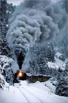 Dampflok fährt durch Schneelandschaft Bilder: Poster von Paul Chesley bei Posterlounge.de