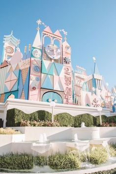 It's a Small World at Disneyland in Anaheim Tokyo Disneyland, Disneyland Photos, Vintage Disneyland, Small World Disneyland, Shanghai Disney, Disney Parks, Walt Disney, Punk Disney, Cute Disney Pictures