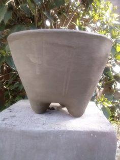 Imagen Concrete Cement, Concrete Crafts, Concrete Jungle, Planter Pots, Ceramics, Diy, Lovers, Gardens, Cement Planters