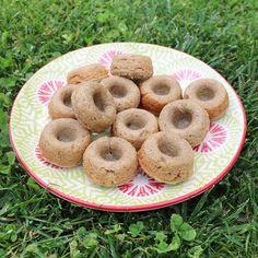 WEBSTA @ minrebolledo - El viernes hice estas mini-donitas veganas para Pedrito y fue tanto el éxito, que las repetí de nuevo ayer! 😋🍩👌🏻 Le dejo la receta para que se animen a hacerlas.🔻Ingredientes:- 1 taza de quinoa (lavada y remojada durante la noche)- 1 plátano- 4 dátiles sin semilla (o maple, miel...)- Canela y extracto de vainilla🔻Licúa todos los ingredientes hasta que quede bien mezclado. Luego vierte la masa en un molde para mini-donas previamente enceitado con un poquito de…