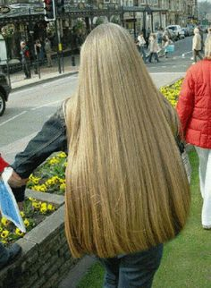So one ask her to cut her beautiful long hair. We agree so we cut cut cut to her shoulders blades. She was shock and amaze Long Blond, Long Dark Hair, Very Long Hair, Beautiful Long Hair, Gorgeous Hair, Glossy Hair, Natural Hair Styles, Long Hair Styles, Silky Hair