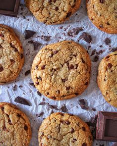 I biscottoni americani super cioccolatosi, quelli che tutti abbiamo desiderato di addentare almeno una volta. #cookies #chocolatechipcookies #dolci #biscotti #cucina #merenda #colazione
