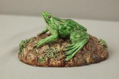 Palissy Ware frog paperweight