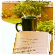 Mañana nublada amenazando #lluvia. De momento sólo bochorno...y #café con #poesía de José Hierro. Feliz día!